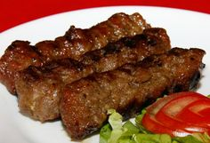 Asta e cea mai veche rețetă de mici pe care poporul român o are Meat Recipes, Mexican Food Recipes, Cooking Recipes, Healthy Recipes, Carne Molida Recipe, Romania Food, Comidas Light, Kitchen Recipes, Empanadas