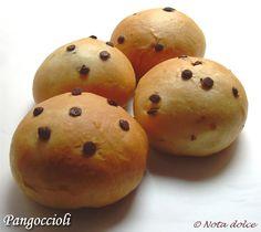 Pangoccioli: panini dolci con gocce di cioccolato