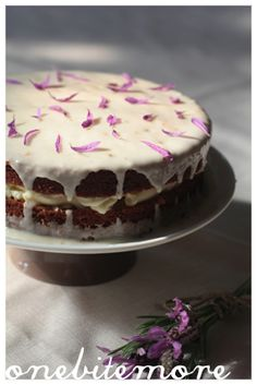 now that I have culinary lavender I shall make this for the girls weekend. Lavender, honey and yoghurt cake.