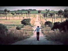 El Cuarteto de Nos El hijo de Hernández (video clip oficial). Director: Charly Gutiérrez. © 2009 Oriental Films.
