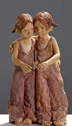 """""""J'aime les sculptures qui incitent le visiteur à s'arrêter, à s'approcher, à toucher. Peu importe le style, l'époque, le sujet, ce qui compte c'est l'EMOTION..."""" Jurga Martin Paper Mache Sculpture, Sculptures Céramiques, Art Sculpture, Pottery Sculpture, Ceramic Pottery, Ceramic Art, Art Bizarre, Garden Animal Statues, Ceramic Sculpture Figurative"""