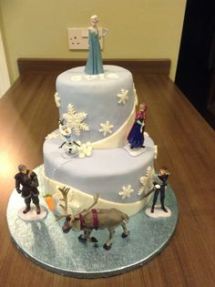 'Frozen' inspired birthday cake I made for a little girl's 6th birthday! Think it turned out ok!