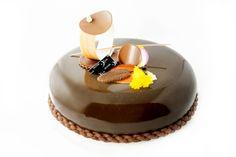 Entremets Choc'passion collection 2016 à retrouver lors de mes masterclass : Croustillant praliné- Biscuit chocolat moelleux- Confit mangue passion- Crémeux fruits de la passion- Mousse chocolat au lait - Glaçage miroir noir
