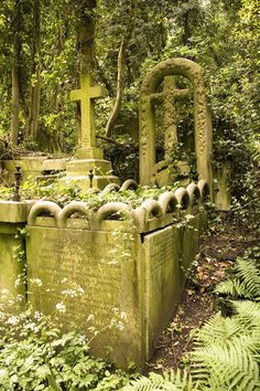 Highgate Cemetery, there is something mysterious about these old cemeteries . what is the story about this person. Highgate Cemetery, Cemetery Statues, Cemetery Headstones, Old Cemeteries, Cemetery Art, Graveyards, La Danse Macabre, Art Plastique, Abandoned Places