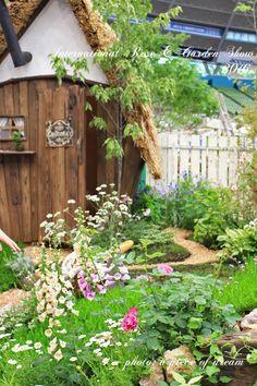 植物とハンドメイドのある暮らしが好きなhanaです。 今日は「国際バラとガーデニングショウ」のお話です。 春になると「植物いっぱいのイベント」があちこちで開かれてワクワクします。 その中でも約100万...