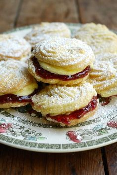 This Viennese whirls recipe will show you how to whip up a batch of these classic, melt in the mouth biscuits. Great British Chefs, Great British Bake Off, Baking Recipes, Cookie Recipes, Dessert Recipes, British Baking Show Recipes, British Desserts, Picnic Recipes, Picnic Ideas