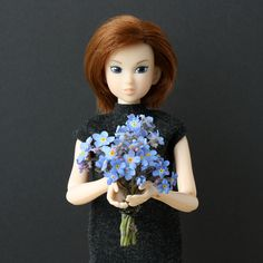 The worst thing in miniature natural flowers is that they wilt so fast without water.  #flowers #momokodoll #forgetmenot #dolls