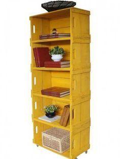 Biblioteca realizada con cajones de fruta.