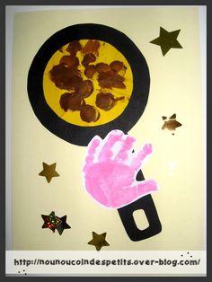- poêle a crêpe ( 15 mois ) , idée trouvé sur le net , j'en est fait du coup un gabarit pour la pêle et la crêpe ..... - crêpe dans du papier jaune et peinture marron au pinceau a embout rond en mousse , la poêle découpé dans du papier noir , empreinte...