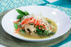 This easy Thai Chicken Curry with Rice Noodles is the ideal one pot meal. It's arromatic, fresh, satisying all in less than 30 minutes. Healthy Meats, Healthy Recipes, Marilyn Denis Recipes, Christine Cushing, One Pot Meals, Easy Meals, Curry Chicken And Rice, Asian, Rice Noodles