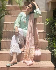 Jumma Mubarak💕 On a sunny day I saw it getting cloudy & relatively lesser hot around Namaz Time . It was so beautiful! Pakistani Formal Dresses, Pakistani Dress Design, Pakistani Outfits, Indian Dresses, Pakistani Clothing, Casual Dresses, Fashion Dresses, Casual Wear, Frock Fashion