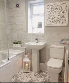 En suite / Badezimmer Idee – Home Decor On A Budget Upstairs Bathrooms, Downstairs Bathroom, Bathroom Layout, Small Bathrooms, Master Bathrooms, Small Bathroom Suites, Tile Layout, Luxury Bathrooms, Rustic Bathrooms