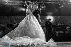 Dançando é a forma mais linda de começar uma vida a dois!