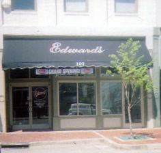 Edward S Steakhouse John Shephard Who Formerly Worked At Benne Steak House In Downtown Clarksville Just Couldn T Let The Vision For That Restaurant