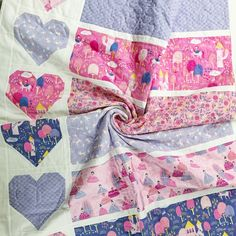 Free Quilt Pattern: Baby Love Quilt How To Sew Baby Blanket, Quilted Baby Blanket, Rag Quilt, Quilt Blocks, Layer Cake Patterns, Kaleidoscope Quilt, Baby Quilt Patterns, Quilting For Beginners, Square Patterns
