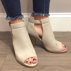 ⓝⓔⓦ ⓐⓡⓡⓘⓥⓐⓛⓢ - $35 #heels #newarrival #fashion #aldm #apricotlane #apricotlanedesmoines…