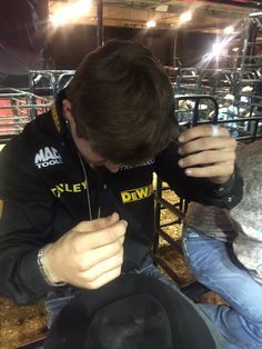 """Lol PBR version of """"hazing"""" Jess Lockwood picking rosin out of his hair for the second night :) Rodeo Cowboys, Hot Cowboys, Cute Country Boys, Country Men, Baby Cows, Baby Elephants, Giraffes, Jess Lockwood, Professional Bull Riders"""