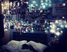 When I graduate and get my own apartment, my room will probably end up looking like this. As it is for now, it can't look like that (perfectionist mother alert. apparently she thinks she owns every room in the house). Tumblr Bedroom, Tumblr Rooms, Indie Room, Dream Rooms, Dream Bedroom, Emo Bedroom, Grunge Bedroom, My New Room, My Room