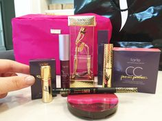 23 Insider Hacks from a Sephora Employee1. Buy discounted JCPenney gift cards to save up to 20%at Sephora.2.Get FOUR free samples with every online order.3. Follow Fan Fridays on Facebook for free stuff.4. Get a free take-home sample of nearly any product in the storeincluding foundations, loose powders, lipsticks and perfumes!5. Find the best (most expensive) samples to request from Sephora.