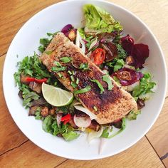 Late lunch of dukkah salmon with aubergine & fennel salad - perfect for a sunny day! Threw in all the extra vegetables that needed eating & dressed with pomegranate & lemon dressing. #londonfoodies #foodie #foodieheaven #fitnessjourney #hbloggers #highprotein #healthyeating #healthylifestyle #healthyfoodporn #leanmeals #musclefood #paleo #eatclean #yummy #dairyfree #glutenfree #goodfats #gourmet #nutrition #fresh #fitfam #ukfitfn #f52 #thefeedfeed #sexysalads