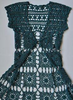 Kare-motifli-uzun-bayan-tığ-işi-yelek-modeli