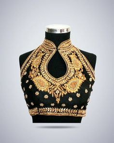 cool blouse style - no need for a necklace Black sleevless blouse with gold thread work Sari Blouse Designs, Saree Blouse Patterns, Indian Blouse, Indian Sarees, Indian Dresses, Indian Outfits, Pink Half Sarees, Sari Bluse, Saree Jackets