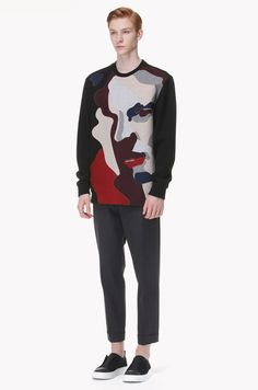 #SystemHomme | #Menswear |  #MenFashion | 100% cotton #Sweatshirt. Rough textured material. Face shaped abstract color block point at front. Ribbed neckline, cuffs and hemline.</br>188cm tall model wearing size 105.