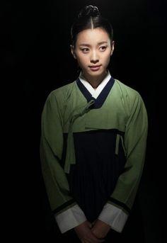 무수리 돔이 한효주♡♡♡Dong Yi(Hangul:동이;hanja:同伊) is a 2010 South Korean historical television drama series, starringHan Hyo-joo,Ji Jin-hee,Lee So-yeonandBae Soo-bin.About the love story betweenKing SukjongandChoi Suk-bin, it aired onMBCfrom 22 March to 12 October 2010 on Mondays and Tuesdays at 21:55 for 60 episodes.