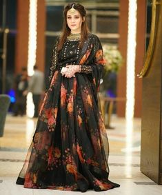 Pakistani Party Wear Dresses, Asian Bridal Dresses, Pakistani Wedding Outfits, Pakistani Dress Design, Shadi Dresses, Beautiful Dress Designs, Stylish Dress Designs, Designs For Dresses, Beautiful Dresses