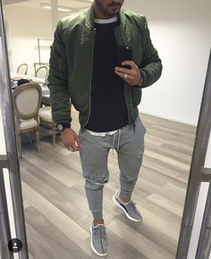 fabulous mens fashion style ideas for 2020 3 Joggers Outfit, Mens Joggers, Trendy Mens Fashion, Stylish Men, Casual Wear, Casual Outfits, Men Casual, Look Man, Gentleman Style