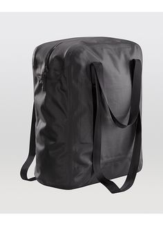 Seque Tote Men's The Seque Tote is a resilient all day, any weather carry-all, that's spacious enough to carry a day's necessities.