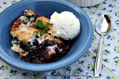 Mommy's Kitchen: Easy Blueberry Muffin Cobbler