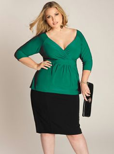 ARABELLE PLUS SIZE TOP IN EMERALD(Sale: $32.00) sz 14/16, 26/28