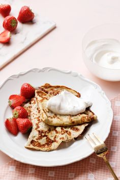 Keto French Pancakes — Crêpes with Berries and Cream — Diet Doctor Best Keto Breakfast, Breakfast Recipes, Breakfast Cookies, Breakfast Ideas, Low Carb Desserts, Low Carb Recipes, Diet Doctor Recipes, Junk Food, Low Carb Crepe