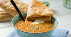 Diese aromatische Ajvar Suppe mit Hackfleisch ist super fix zubereitet und wird jedem schmecken, der es etwas würzig mag. Ideal für den Slowcooker. Lecker!