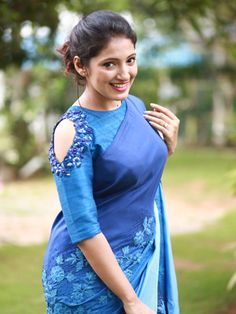 blouse designs latest Latest Designer Blouse Sleeves Designs to look Gorgeous - The Handmade Crafts Blouse Back Neck Designs, Fancy Blouse Designs, Bridal Blouse Designs, Saree Jacket Designs, Silk Saree Blouse Designs, Blouse Patterns, Sari Design, Design Design, Designer Kurtis