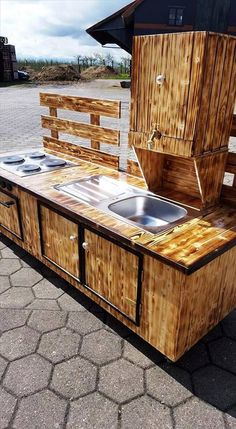 If you want an outdoor kitchen for yourself then you would need this one! It is a wonderful and different way to use pallet woods. You have to give design to the pallet woods like we have done. You can also provide texture to the pallet woods.