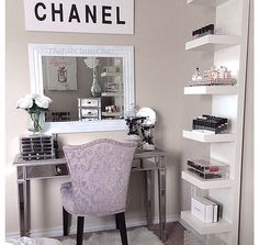 I want a little corner like this in either my bathroom or bedroom.. most likely bathroom.. ;)