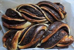A világ legcsokoládésabb kalácsa: a babka egészen mennyei - Receptek Sausage, Deserts, Favorite Recipes, Sweets, Cookies, Food, Breads, Crack Crackers, Bread Rolls