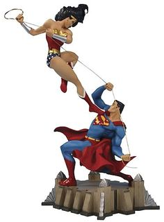 Wonder Woman vs. Superman Mini-Statue