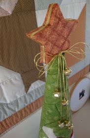 Studio da Berê.  Patchwork e ideias. Projects To Try, Xmas, Gift Wrapping, Table Decorations, Gifts, Studio, Papa Noel, Christmas Crafts, Christmas Decor