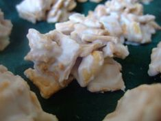Snowflake Crunch.... incorporates the Christmas symbol of snow and makes a sweet crunchy snack. Christmas Candy, Christmas Goodies, Christmas Desserts, Christmas Treats, Holiday Treats, Christmas Baking, Christmas Time, Holiday Recipes, Christmas Recipes