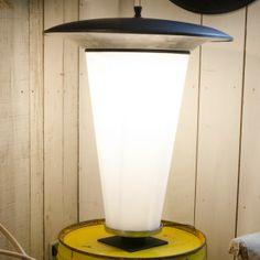 #lampe industrielle. www.brocantedelabruyere.com