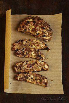 Pangiallo : pain de fêtes aux fruits secs typique du Latium (pour 2 pains, 10 personnes environ)