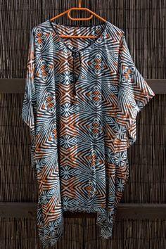 vestido playero hecho con un pañuelo Kaftan, Simple Outfits, Diy Fashion, Beachwear, Amanda, Sewing, Blouse, My Style, Fabric