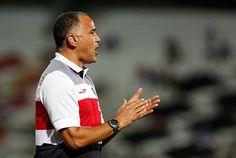 Oliveira Canindé, técnico do Santa Cruz-PE em 2014 Foto: Alexandre Gondim / Acervo JC Imagem