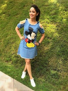 Yami Gautam says that a pair of shoes and accessories is something every woman should carry. Do you agree? Let us know at https://www.estrolo.com/celebstyle/sizzling-quotient/  #yamigautam #EstroloExclusive #CelebFashion