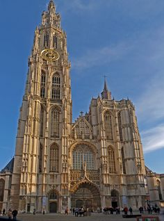 Cathedral of our lady in antwerp :: the largest gothic church in belgium Manneken Pis, Church Of Our Lady, Barcelona, Antwerp Belgium, Old Churches, Church Architecture, Low Country, Sacred Art, City Style