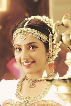 Latest stills of actress Meena, the reigning queen of Kollywood in the and early Meena Photos, Anushka Photos, Most Beautiful Indian Actress, Beautiful Actresses, Sneha Actress, Beautiful Bride, Beautiful Women, Girls Gallery, Indian Beauty Saree