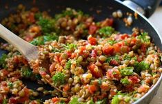 A recipe for a super fast and healthy lentil salad - lentil salad with couscous, tomatoes and avocado - Healthy Recepies, Healthy Salad Recipes, Veggie Recipes, Vegetarian Recipes, Couscous, Healthy Diners, Lunch Restaurants, Clean Eating, Lentil Salad